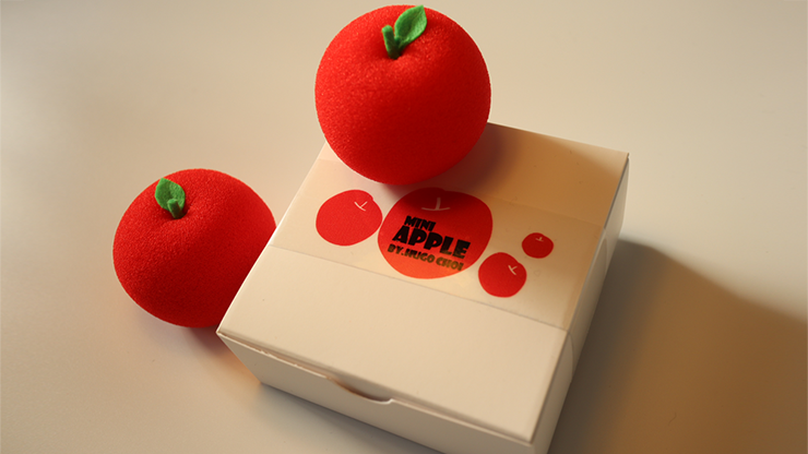 Fruit Sponge Ball (Apple) by Hugo Choi